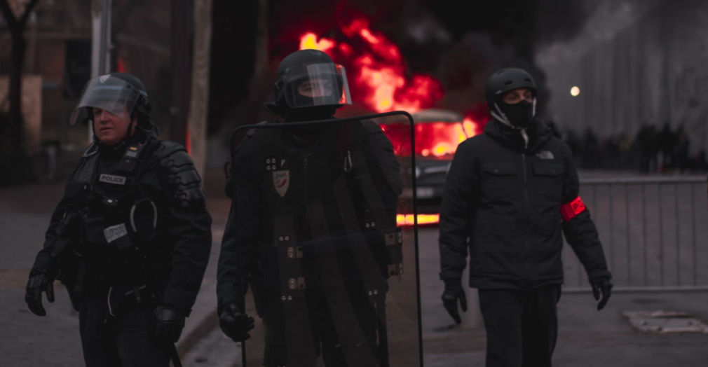 La police, désarmée face aux émeutiers