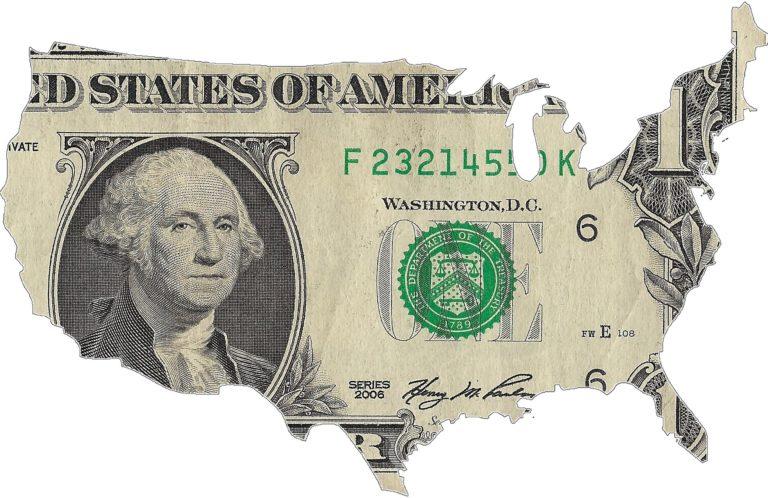Dédollarisation: Et si la course du dollar s'arrêtait à Saint-Pétersbourg ?