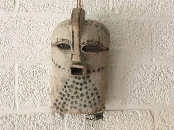 L'art africain comme prétexte pour un point Godwin?